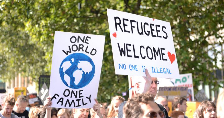 One-world-refugees-welcome_Ilias-Bartolini-720x380